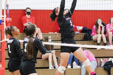Lady Cubs win sixth straight district game